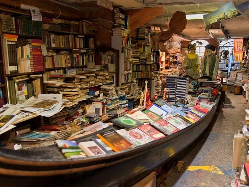 libreria Acqua alta di Venezia